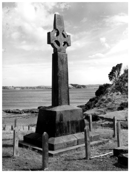 Marsden Cross, Rangihoua, Ipipiri (Pēwhairangi / Bay of Islands), marks the spot where Marsden preached the first sermon on Christmas Day, 1814. CC BY 2.0, Archives Reference: AANS 8128 W5154 Box 74, Archives New Zealand